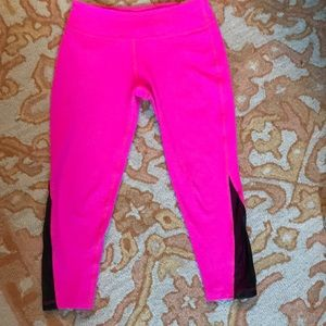 Beyond Yoga crop leggings. Small. EUC